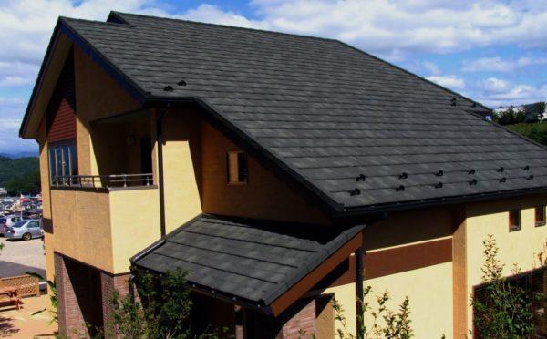 Za kleparstvo več odštejete pri neravni strehi