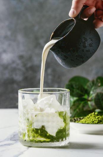 Matcha latte je pravi način pitja zelenega čaja